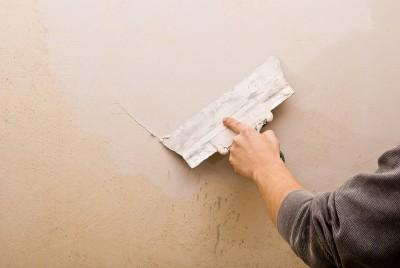 Процесс шпатлевание стен