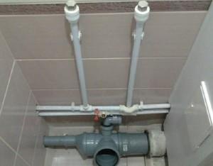 Монтаж канализации и водопровода в туалете