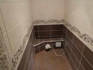 Монтаж керамической плитки в туалете