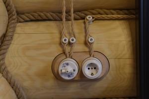 Монтаж электрики в доме из бревна
